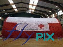 Une tente gonflable PMA pour la Croix Rouge Française.