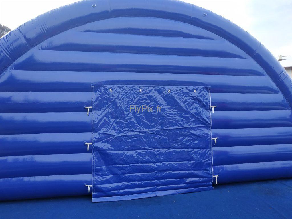 Le capitonnage permet d'obtenir des tentes médicales gonflables très robustes et très solides aux vents et aux intempéries.