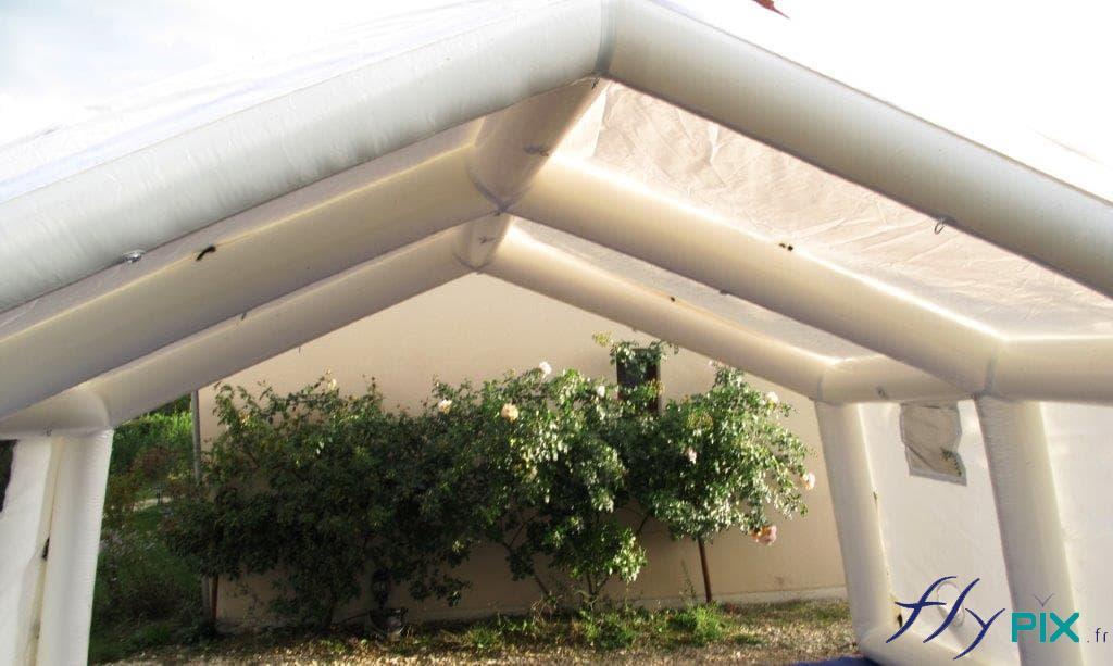 Les boudins d'ossature en PVC 0.6 mm assurent le solidité de la structure gonflable