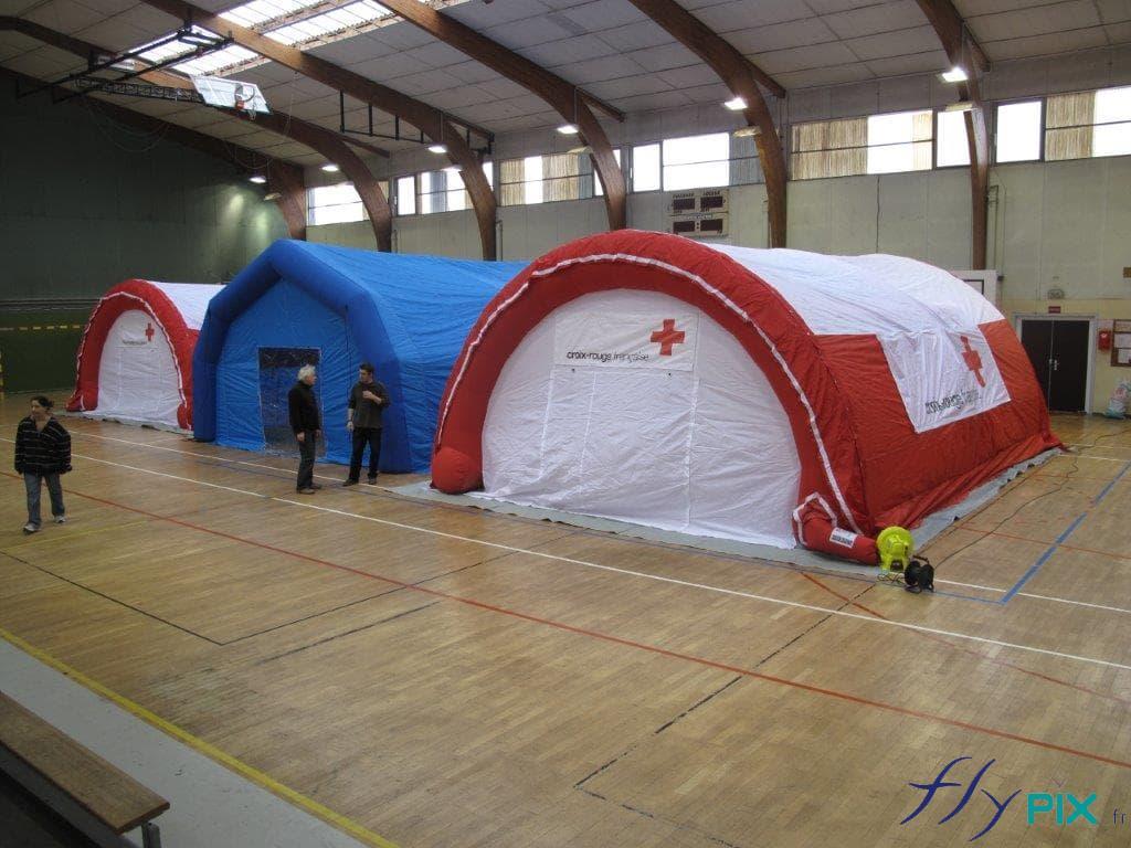 3 tentes de premiers secours (ou PMA), en démonstration