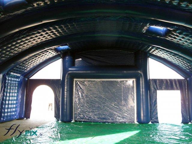 Tente de stockage de matériel et de machines, très robuste en enveloppe double peau capitonnée.