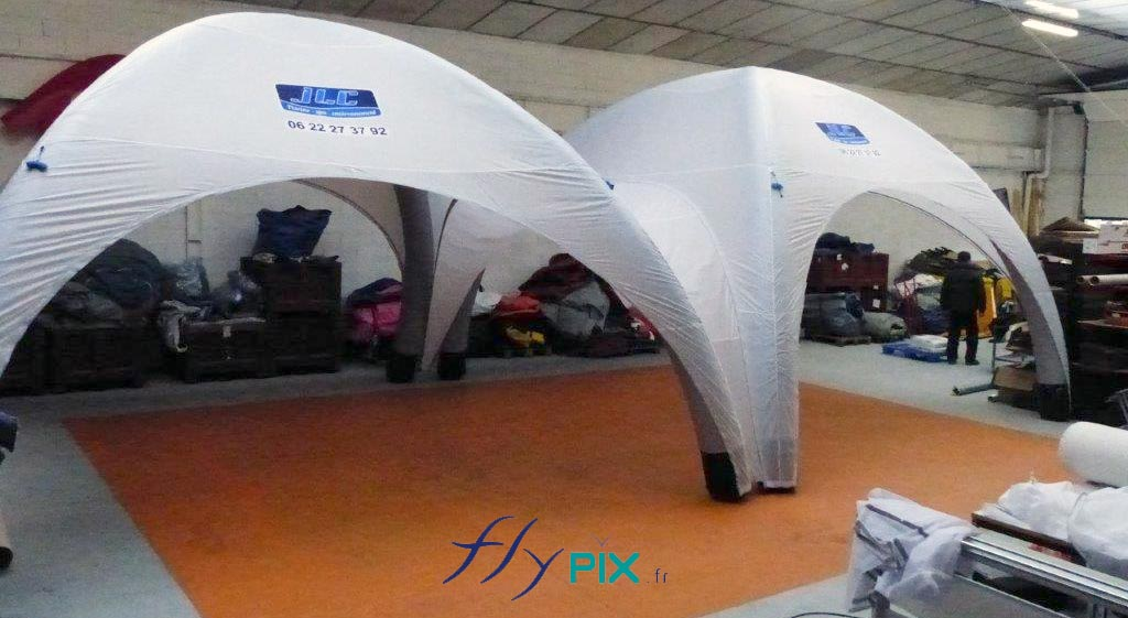 2 tentes igloo gonflable barnum assemblées ensemble, pour drive test Covid19/Coronavirus