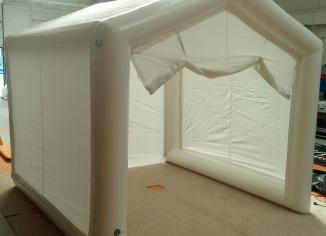 Oeillets de fixations sur les boudins d'ossatures de la tente de premiers secours.