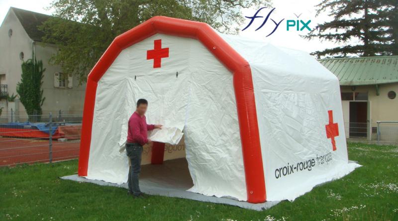 Une tente PMA air captif, gonflée avec une pompe électrique