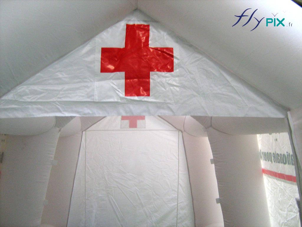 Les tentes PMA sont dotés d'une ossature de boudins gonflable, qui confère à la structure une très bonne stabilité et robustesse. Impression de logos en numérique couleur.