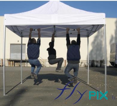 Les tentes médicales à armatures pliables sont très robuste et résistantes: plusieurs personnes peuvent se suspendre à la l'armature d'ossature.