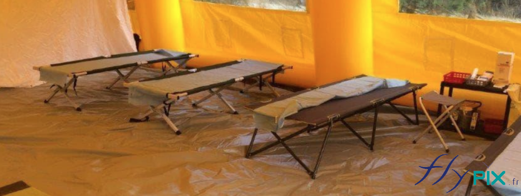 Des lits picots pour adultes pour tentes PMA, ou postes de secours.