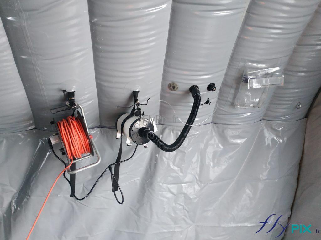 Le tente médicale est livrée avec un kit de pompe / régulateur de pression.