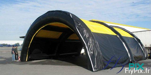 Tente gonflable tunnel à larges portes pignon pour les drive-tests Covid-19/coronavirus.