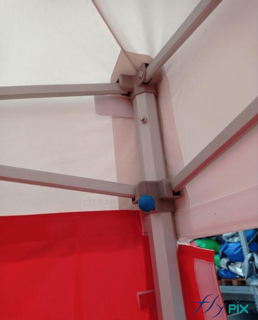 Armatures pliables de la tente PMA procurant solidité et robustesse, tout en restant légère.