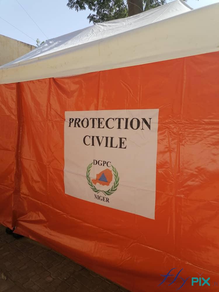 Les tente PMA pliables 6x3 m ont des murs amovibles avec des impressions personnalisées.