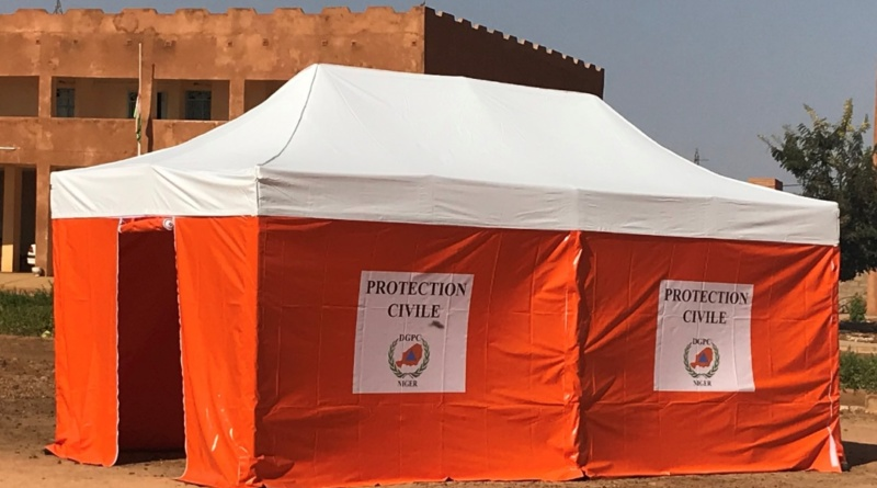 Une tente médicale pliable, fabriquée pour le Protection Civile du Niger, en Afrique.