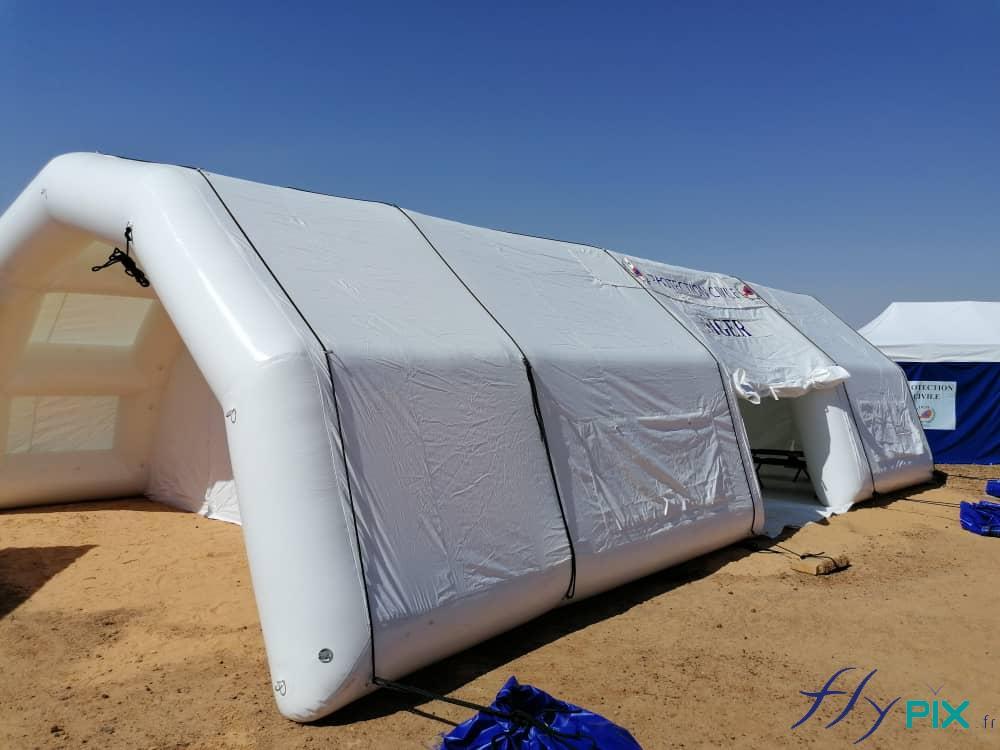 Vue générale latérale de la tente PMA gonflable.